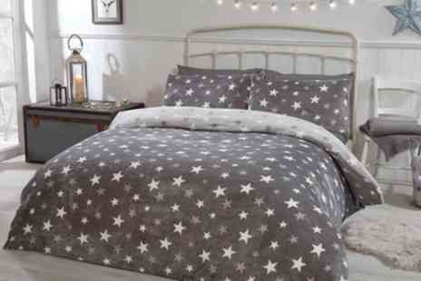 Groupon Goods Global GmbH - Pieridae Stars Cosy Fleece Reversible Duvet Set - Save 0%