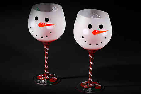 J Star Direct - Set of 2 or 4 Christmas Wine Glasses - Save 75%