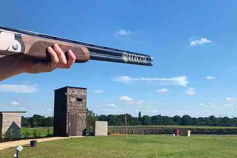 Lea Marston Shooting Club - Clay pigeon shooting experience with 20 shots - Save 17%