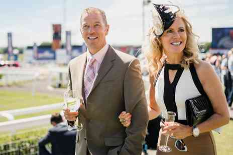 Ascot Racecourse - Exclusive event With lunch and drinks - Save 0%