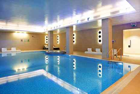 Lingfield Park Resort - Spa package with mud treatment and bubbly - Save 42%
