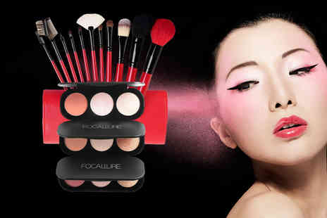 Forever Cosmetics - Makeup brush and triple colour palette bundle - Save 68%