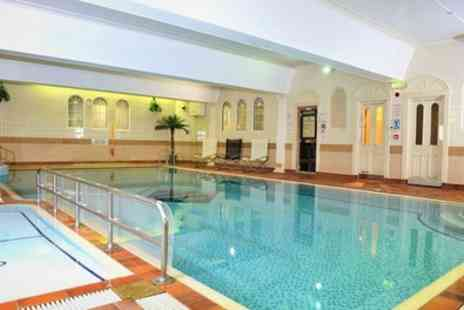 The Queens Hotel and Spa - 1 Night for 2 with Breakfast, Leisure Access and Optional Dinner and Ice Skating - Save 0%