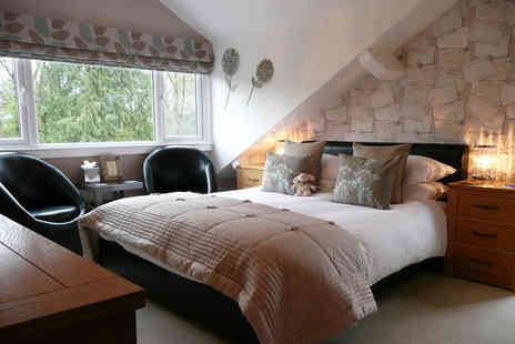 Glenville House - Overnight stay in a standard king size room for two people with breakfast, early check in and chocolates on arrival - Save 32%