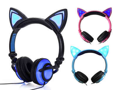CN Hut - Pair of Led cat ear headphones - Save 80%