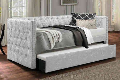 Envisage Home - Pompous Chesterfield daybed - Save 68%