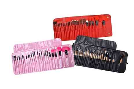 London Exchain Store - Makeup brush set Choose from three colours - Save 60%