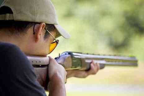 Joes Bows Country Sports - Laser clay pigeon shooting session for one person - Save 43%