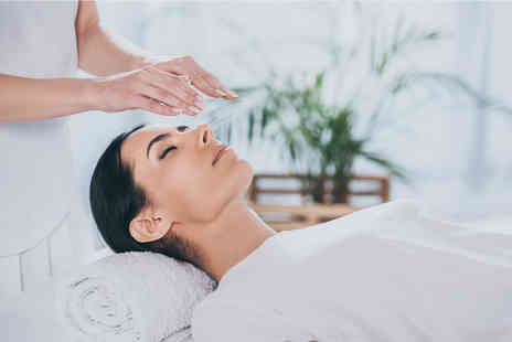 Balanced Soul Therapies - 60 minute reiki session with an oracle or tarot card reading - Save 62%
