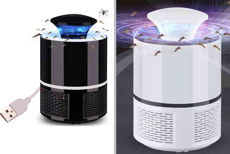 Magic Trend - Flashtron 2.0 electric fly zapper Choose between black and white - Save 80%