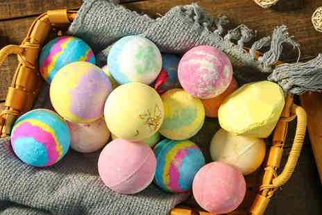 J Star Direct  - Gift Set of 6 Easter Vegan Bath Bombs - Save 50%