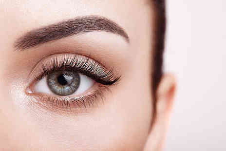 Lashes4you - Set of classic semi permanent eyelash extensions - Save 66%