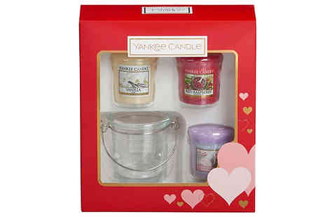 Bentleys Bargain Warehouse - Yankee Candle 3 Candles and Holder Gift Set - Save 25%