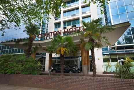Clayton Chiswick Hotel - Deluxe Room for 2 with Breakfast, Welcome Drink and Option for Dinner - Save 35%