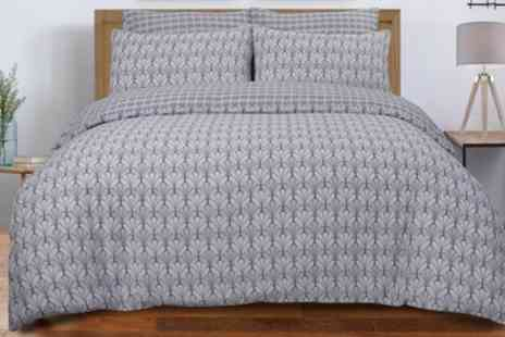 Groupon Goods Global GmbH - Pieridae Scallop Reversible Duvet Set - Save 0%