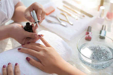 Coursegate - Online nail technician diploma course - Save 95%