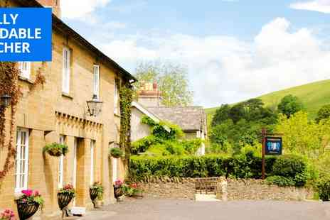 The Queens Arms - Two nights Somerset stay with dinner & bubbly - Save 49%