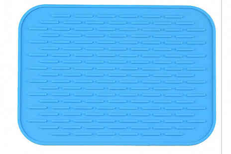 My Blu Fish - 1 or 2 Pack of Insulation Anti Slip Cooking Mats 6 Colours - Save 65%