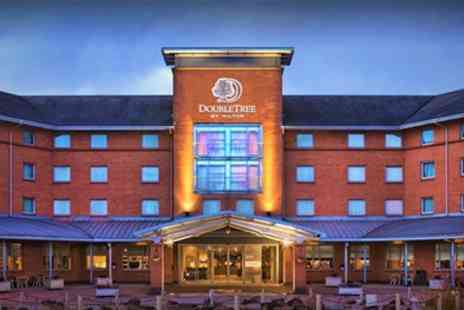 Hilton Strathclyde Hotel - Queen or Deluxe Queen Room for Two with Breakfast - Save 64%