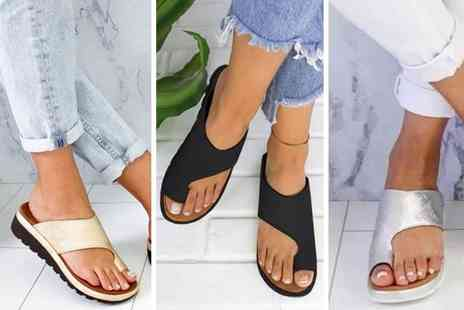 HONGKONG HUALIANDA - Pair of toe support platform sandals - Save 50%