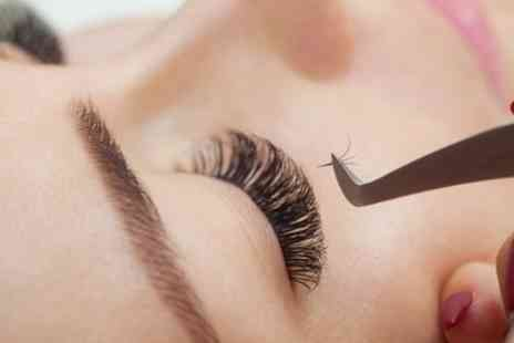 Question Marque Lounge - Classic or Russian Eyelash Extensions - Save 37%