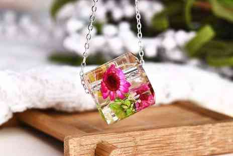 Your Ideal Gift - 3D floral pendant - Save 0%