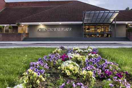 Crowne Plaza Basingstoke Hotel - Overnight stay for two people including dinner, cocktails - Save 38%