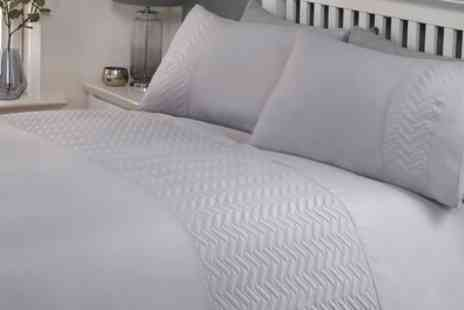 Groupon Goods Global GmbH - Pinsonic Easy Care Duvet Set - Save 0%
