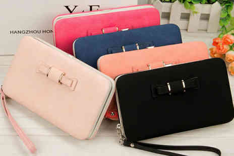 Magic Trend - All in one clutch with phone slot - Save 81%