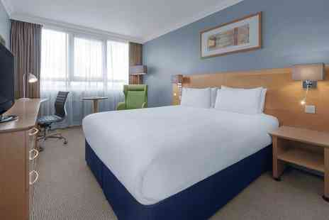 Holiday Inn London - Overnight stay for two people with a bottle of Prosecco - Save 50%