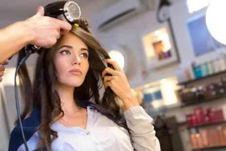 En Vogue - Choice of Hairstyling Package - Save 0%