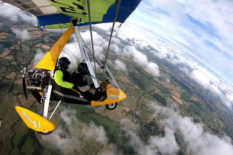 Learn to Fly - One hour microlight flying experience - Save 21%