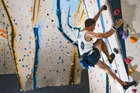 Boulder Hut - Introduction to Bouldering and Full Day Pass - Save 0%