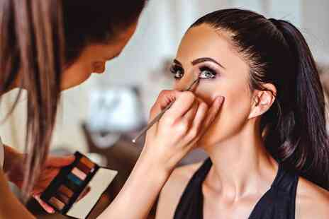 New Skills Academy - Makeup Artist Diploma online course - Save 0%