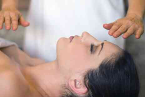 Luna Light Healing and Holistic Centre - 30 Minute Reiki Session - Save 13%