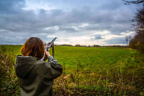 Guns and Clays - 30 minute clay pigeon shooting experience - Save 40%