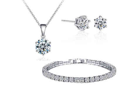 Your Ideal Gift - 3 piece jewellery set with crystals from Swarovski - Save 90%