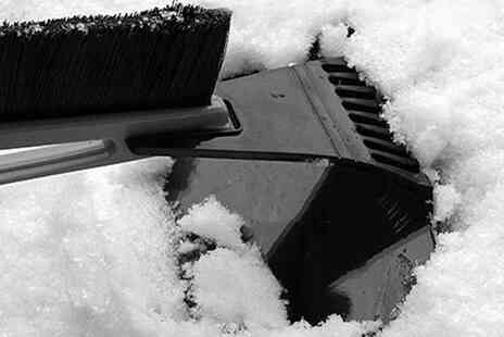 Vivo Mounts - Snow and ice windshield scraper with a long handle  - Save 75%
