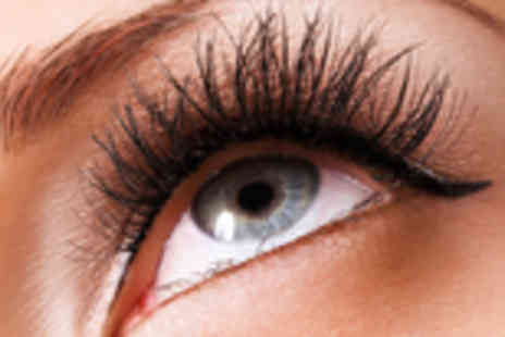 Global Deals - 10 pairs of false lashes - Save 50%