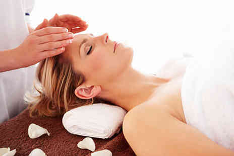 Silver Daisies Healing - Reiki session and an Angel card reading on a relaxing experience for body and mind - Save 70%