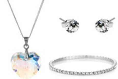 Diamond Style - Stunning heart pendant set with Swarovski Elements - Save 81%