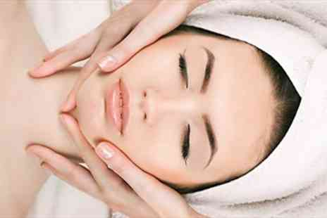 Claudia Fallah - Central London 60 Minute Facial with Bubbly - Save 63%