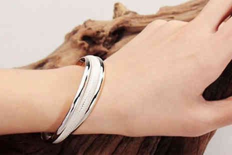 Chainz Jewellery - Channel your inner Audrey Hepburn with this Sterling Silver Bangle - Save 80%