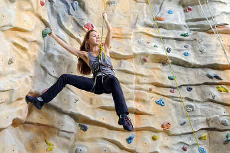 Urban Ascent - 1 hour beginners climbing session - Save 70%