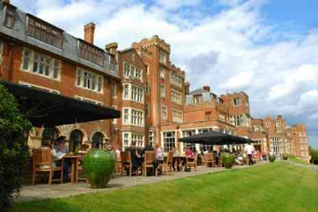 Utopia The Country Bar - In Surrey One Night 4star Stay With Breakfast - Save 44%