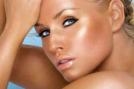 Star Beauty - Full Body Famous Dave's Tan or Sienna X Spray Tan - Save 50%