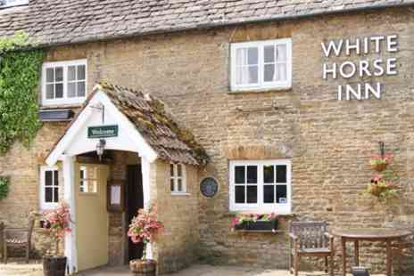 The White Horse Inn - In Oxfordshire One Night Stay For Two With Two Course Meal - Save 48%