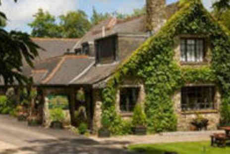 Lakeview Manor - 2 Night Getaway For 2 People With Breakfast On Both Mornings And A Complimentary Bottle Of Wine - Save 54%