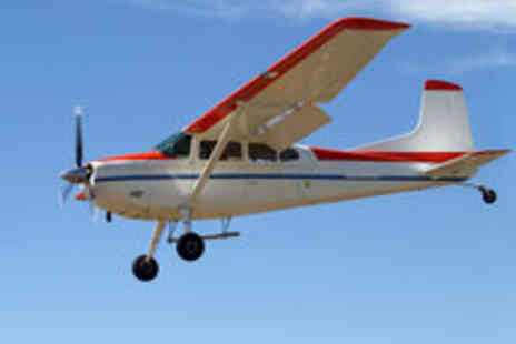 Go Fly Oxford - One Hour Light Aircraft Flying Experience for One Person - Save 51%
