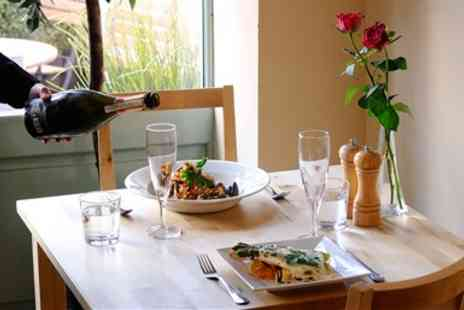 Il Moro - Top Rated Italian Bistro 2 Courses & Bubbly for 2 - Save 53%